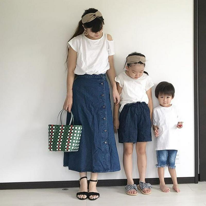 GU(ジーユー)の「デニムサイドボタンロングスカート」をあわせたコーディネートです