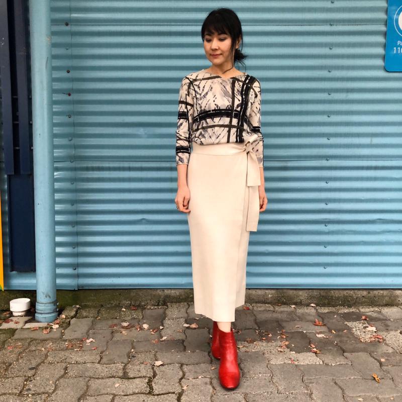 ZARA(ザラ)の「タイディテール付きニットスカート」をあわせたコーディネートです