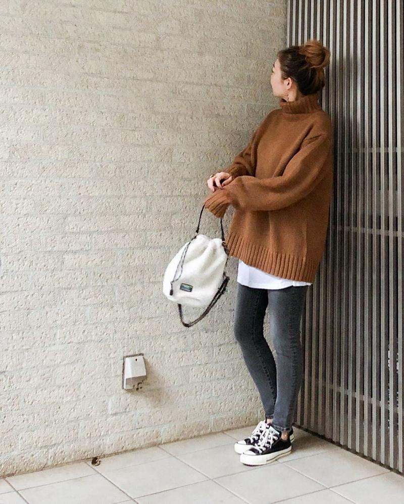 GU(ジーユー)の「ブークレハイネックセーター(長袖)」をあわせたコーディネートです