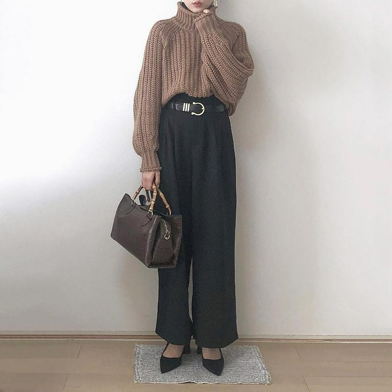 H&M(エイチアンドエム)の「リブニットタートルネックセーター」をあわせたコーディネートです