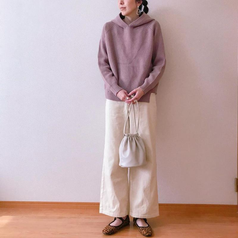 GU(ジーユー)の「ドローストリングバッグ」をあわせたコーディネートです