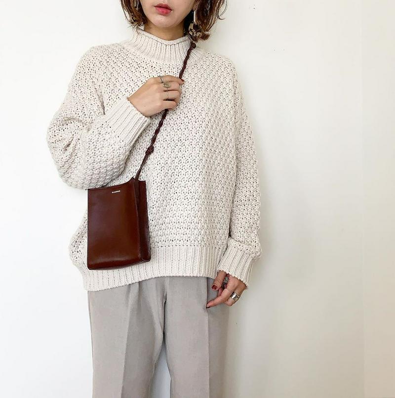 GU(ジーユー)の「カノコハイネックセーター(長袖)JN+E」をあわせたコーディネートです