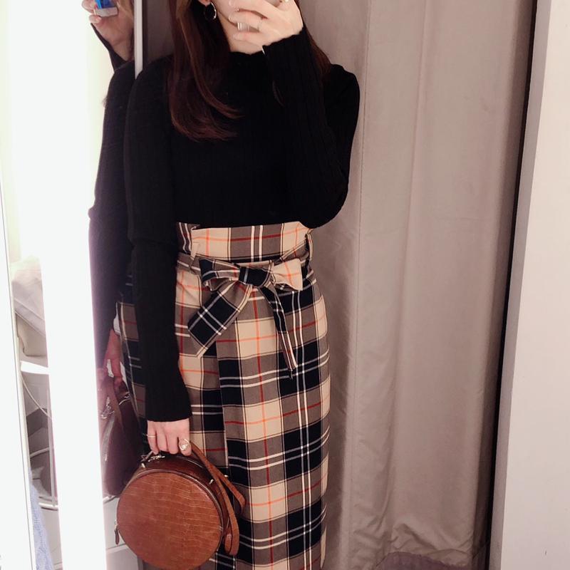 H&M(エイチアンドエム)の「ベルテッドラップスカート」をあわせたコーディネートです