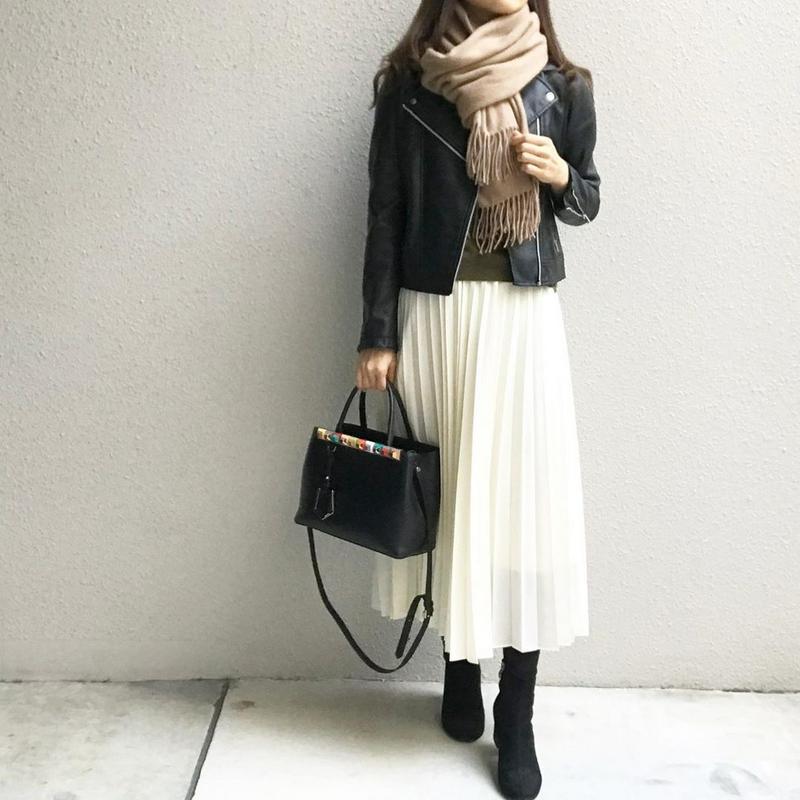 UNIQLO(ユニクロ)の「プリーツロングスカート(丈標準80~84cm)」をあわせたコーディネートです
