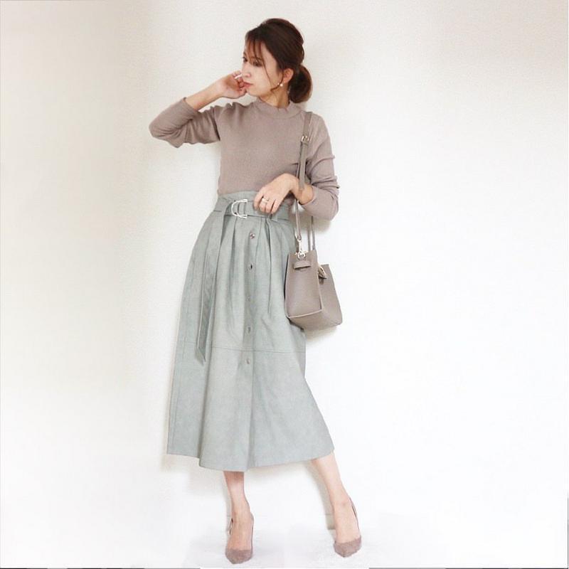 ZARA(ザラ)の「レザー風スカート」をあわせたコーディネートです