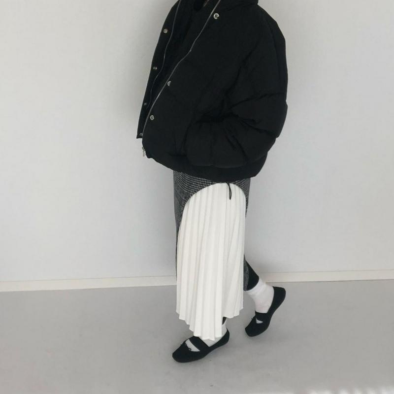 LAGUNAMOON(ラグナムーン)の「アートカッティングプリーツタイトスカート」をあわせたコーディネートです