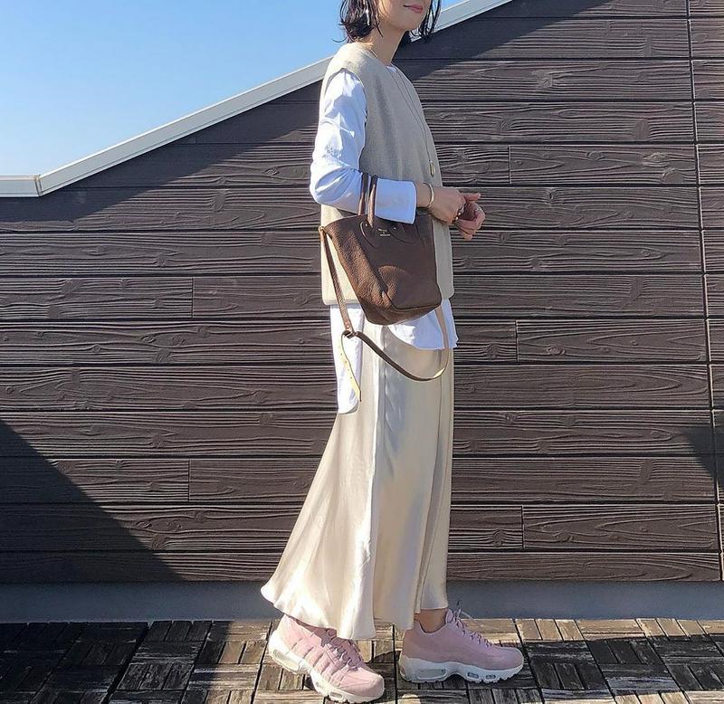 ZARA(ザラ)の「サテン地スカート」をあわせたコーディネートです
