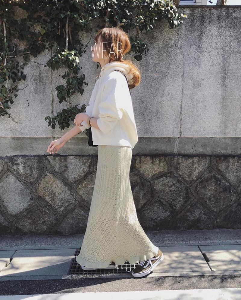 GU(ジーユー)の「透かし編みニットスカート(セットアップ可能)」をあわせたコーディネートです