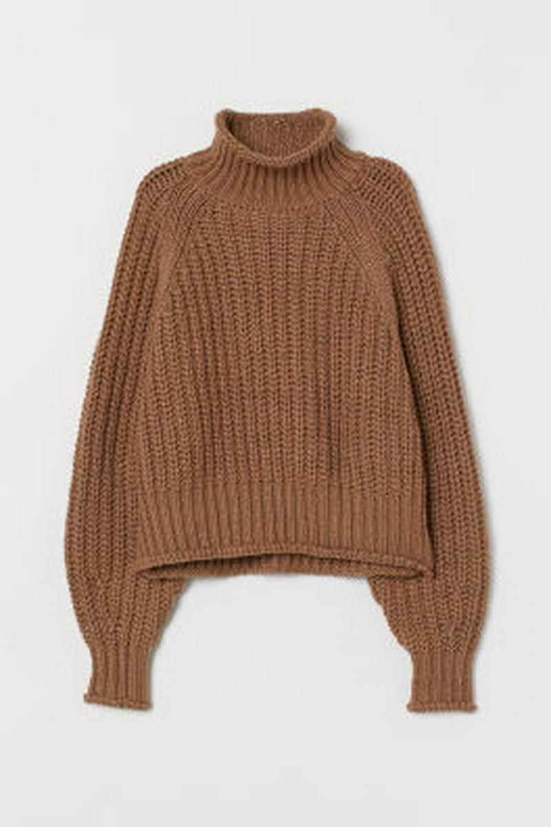 リブニットタートルネックセーター
