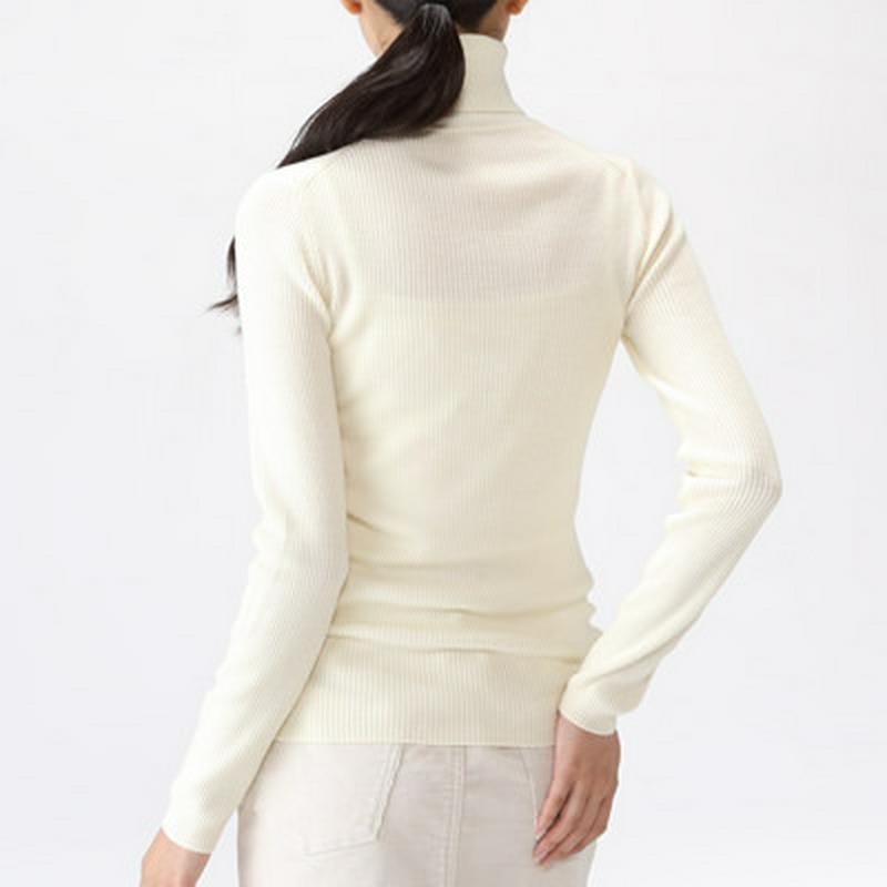首のチクチクをおさえた 洗えるリブ編みタートルネックセーター 婦人L・オフ白