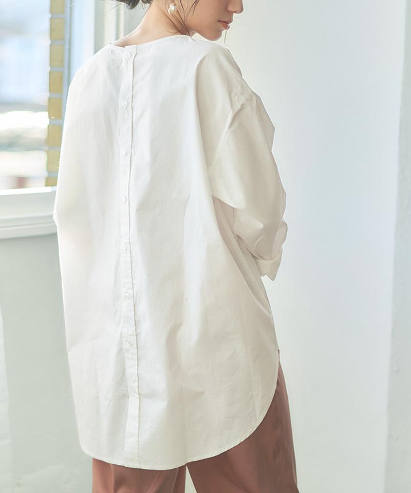 バック釦ボートネックシャツ