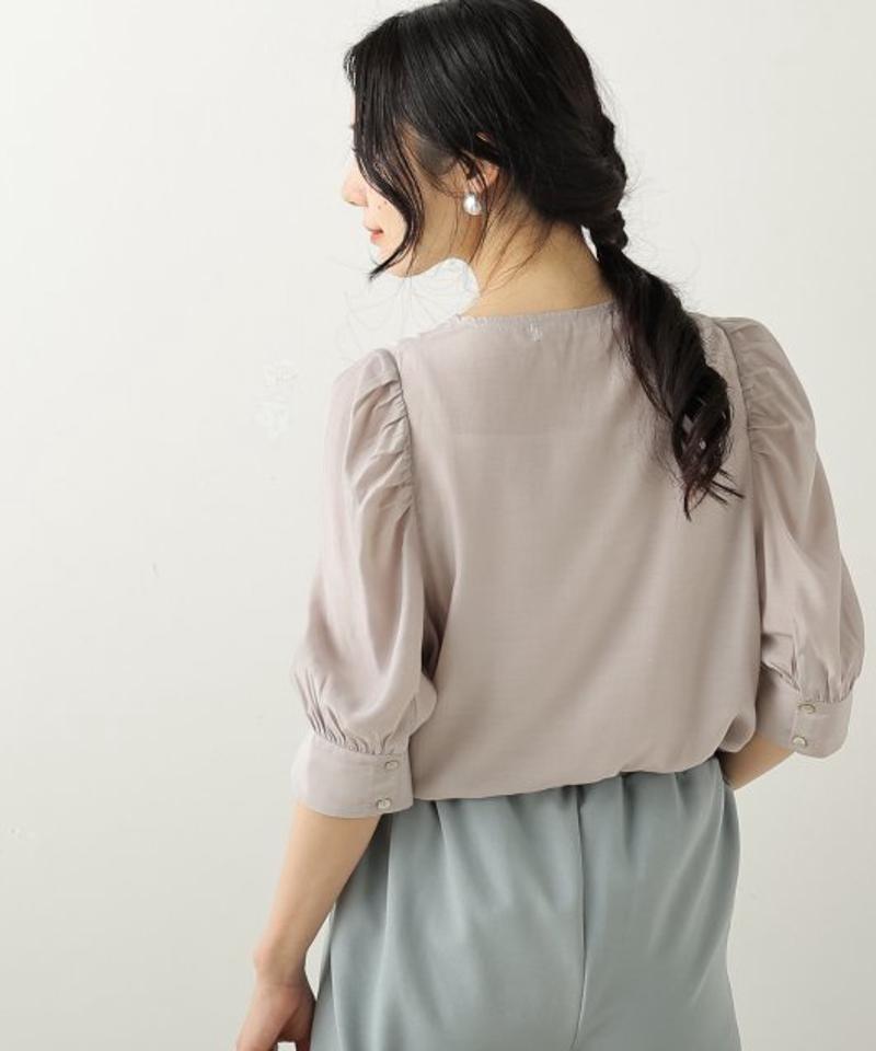 ドレスシャツ風ボリューム袖ブラウス