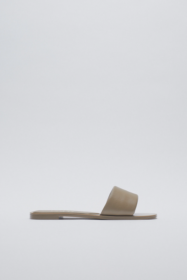 PADDED FLAT LEATHER SANDALS