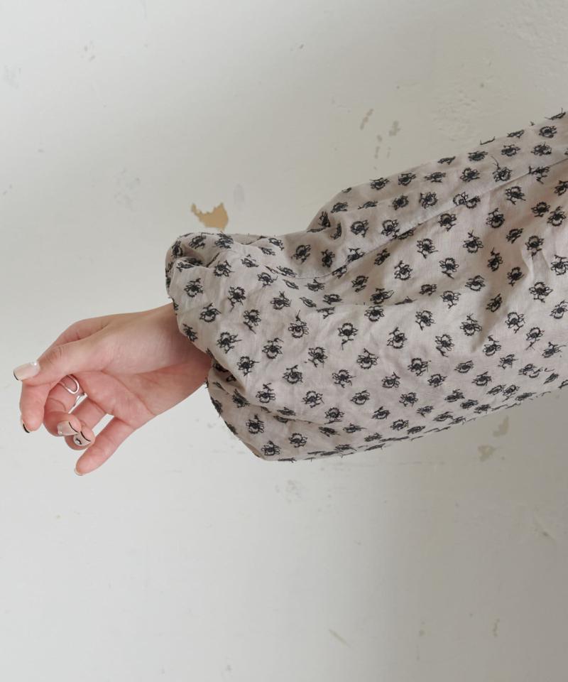 綿帽子刺繍ブラウス