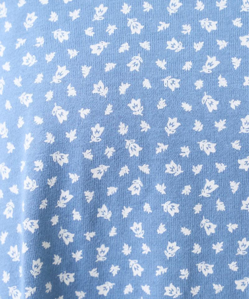 【サステナブル】小花抜染プリント後ろフレアチュニック