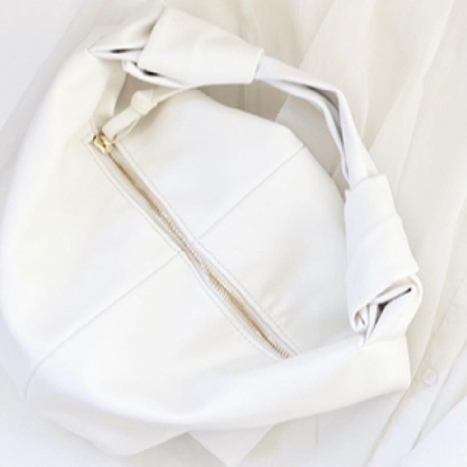 auliiのハンドバッグ